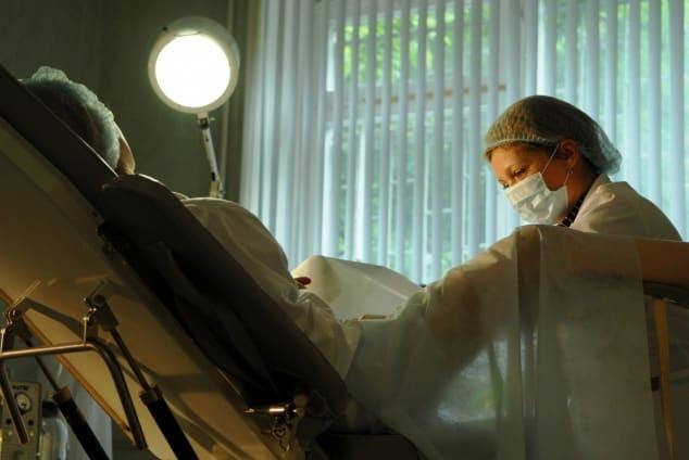 Осмотр гинеколога фото зеркало
