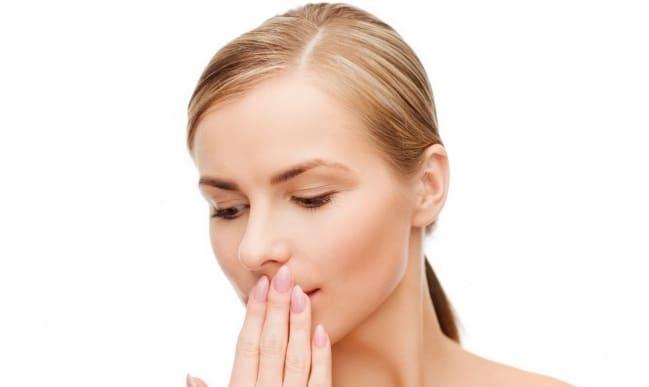 лечится запах изо рта